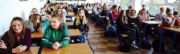 Spotyka się z licealistą