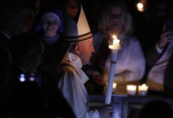 Franciszek podczas liturgii Wigilii Paschalnej