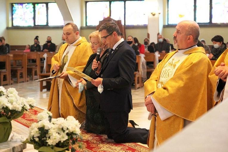 Na Złotych Łanach małżonkowie i duszpasterze Domowego Kościoła zawierzyli rodziny św. Józefowi.