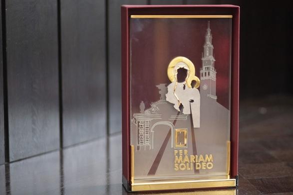 Relikwiarz z kroplą krwi kard. Stefana Wyszyńskiego w archikatedrze warszawskiej